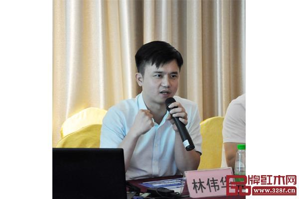 全联艺术红木家具专业委员会执行会长、弘木传媒CEO林伟华围绕展商工作提出指导意见