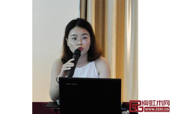 弘木传媒主编陶秋芳汇报了第三届新中式红木展相关工作进度