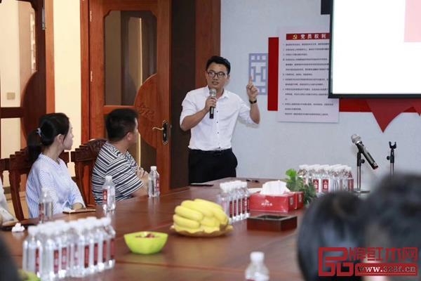 弘木传媒资深记者黎丽萍为大家带来《四步解决广告无力》的培训课程