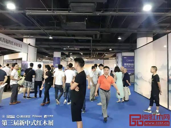 第三届新中式红木展备受关注,开幕当日十分热闹
