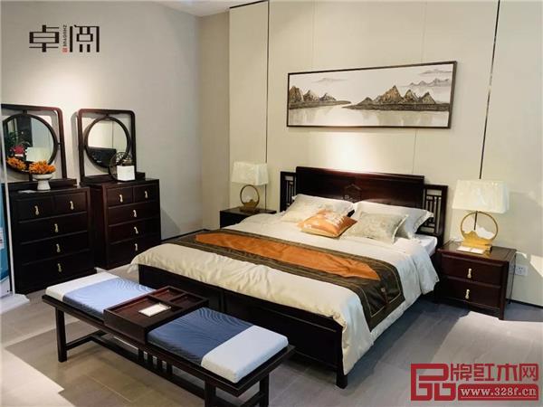 卓阅新中式大床