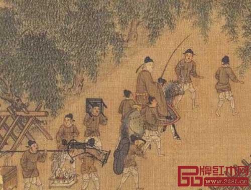 宋佚名《春游晚归图》局部,画中仆人扛着的家具中就有交椅