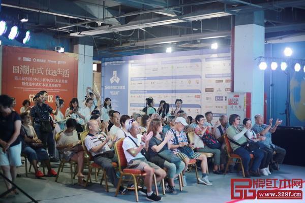第三届新中式红木展国风展演现场人气火爆