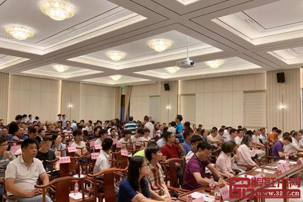 研讨会现场座无虚席,共为江门市传统古典家具谋发展大计