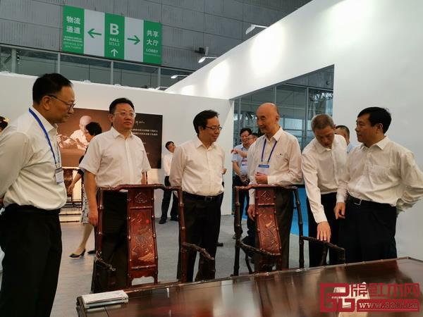 泰和园《梅兰竹菊》系列紫檀家具亮相第二届东北亚文化艺术博览会