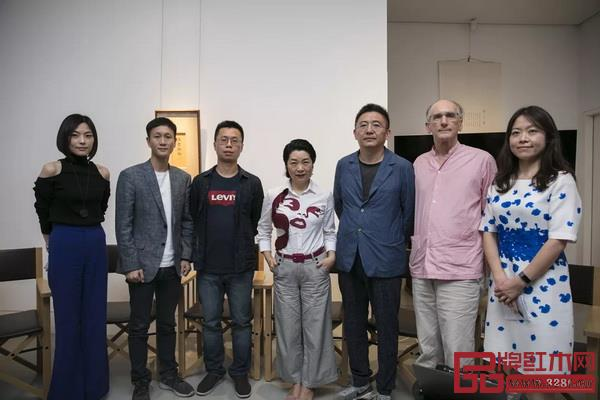 论坛嘉宾合影(从左至右:李宓、区锦泽、邓彬、李孟苏、张金华、柯惕思、胡伟爔)