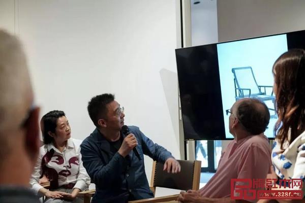 张金华在分享一张特别的躺椅,这张椅子收录在他的第二本书中(未出版)