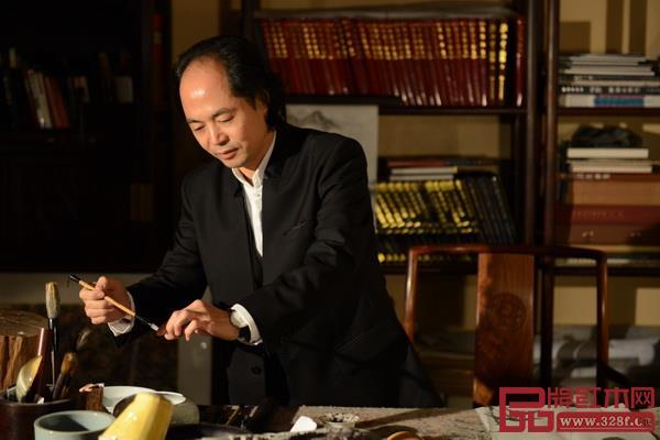 中国木雕艺术大师、大清翰林创始人吴腾飞大师在书房