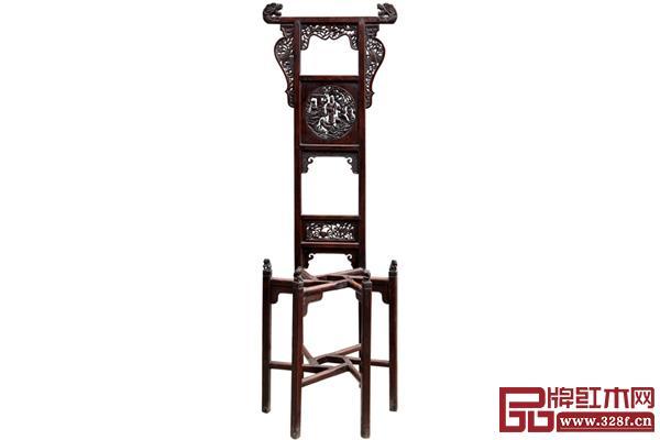 清早中期黄花梨鱼化龙纹脸盆架,故宫博物院藏