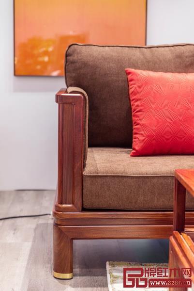 鲜艳的软装配色增加了家具的时尚感