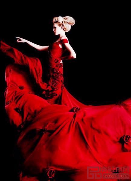 拉丁语、西班牙语的红色,既表示红颜色,也表示彩色。色彩词汇和人类常识中,红色最能概括彩色的丰富和美丽。