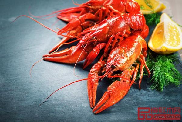 ·红色和橙色容易让人联想到美味的食物,最具开胃效果。