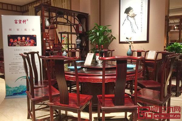 富宝轩红木圆台餐桌,凝聚起家的温情力量