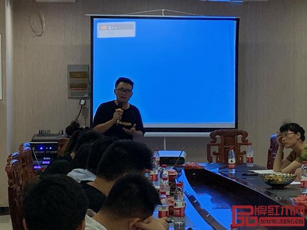 品牌红木资深商务记者黎丽萍讲解销售技巧