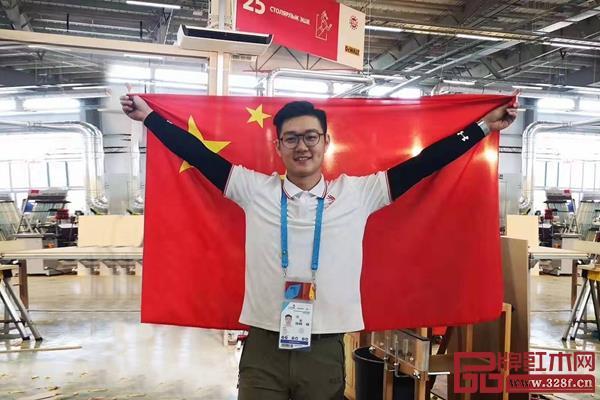第45届世界技能大赛精细木工项目优胜奖获得者翟梓曦