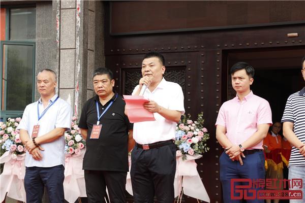 东阳市市场监管局副局长朱耀军在庆典现场致辞