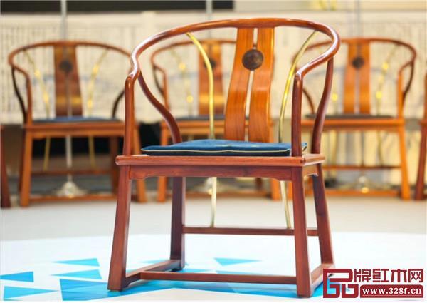 """紫檀王""""和平圈椅"""""""