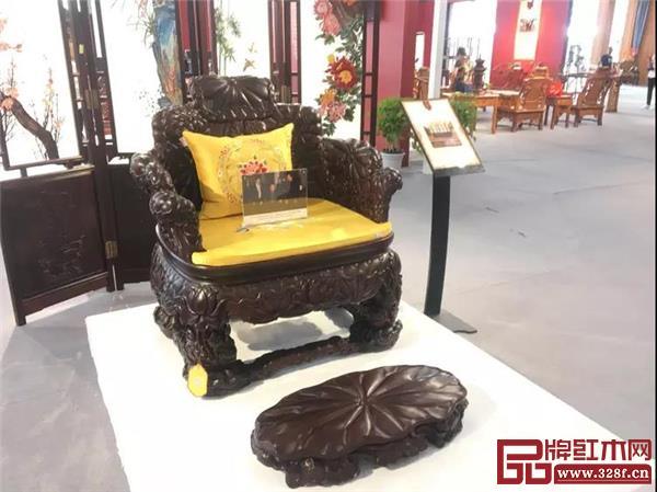 三福出品的明式交椅、皇宫椅、官帽椅、圈椅等先后成为国礼,被国家领导人赠与外国元首