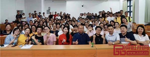 周京南老师(前排右五)与华南农业大学师生合影