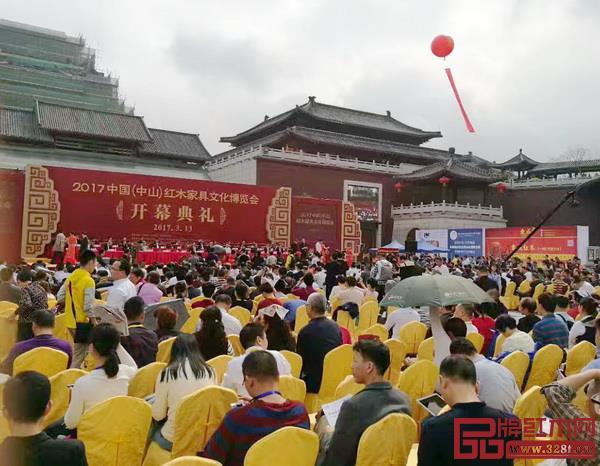 中山红博会是全国最早举办的红木家具展会之一,至今已与中山红木家具产企业走过18年