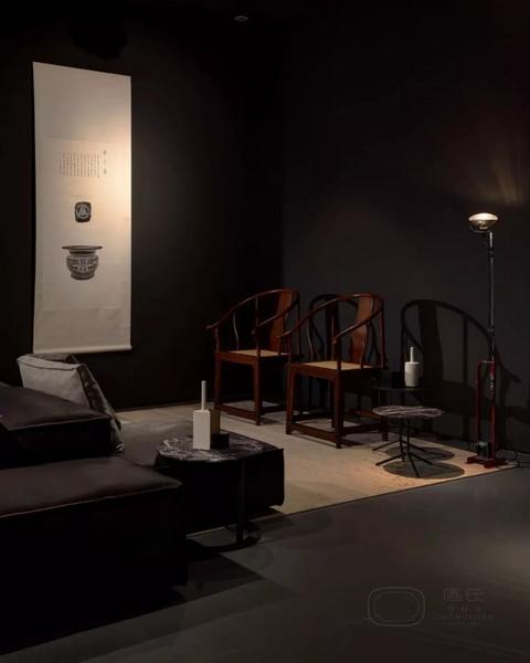 由区氏制作的中国明式经典家具与包豪斯现代主义家具、北欧家具和艺术品等组成集生活、艺术与设计为一体的家居空间 由区氏制作的中国明式经典家具与包豪斯现代主义家具、北欧家具和艺术品等组成集生活、艺术与设计为一体的家居空间 由区氏家具制作的中国明式经典家具与其他家具和艺术品组成的各个集生活、艺术与设计为一体的家居空间
