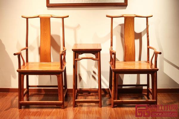 红酸枝(奥氏黄檀) 南枝红红木四出头官帽椅3件套
