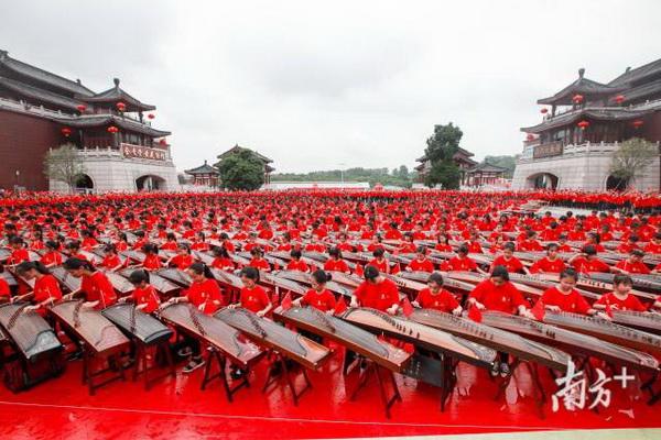 红博城千人古筝齐奏《我的祖国》