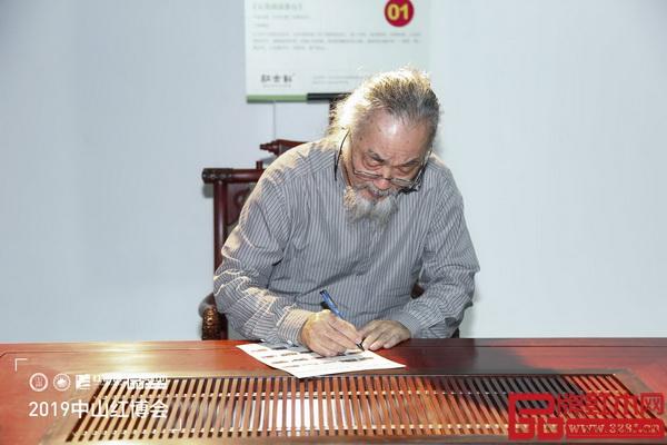 中国明式家具研究所原所长濮安国高度评价《云龙尚品茶台》