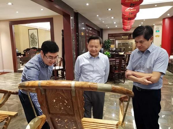 中国轻工业联合会会长张崇和赞誉东成千赢国际入口创新发展