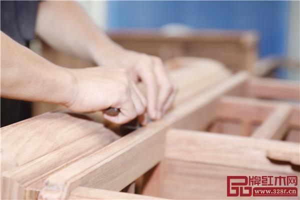 越府红木工匠用匠心打造精品家具