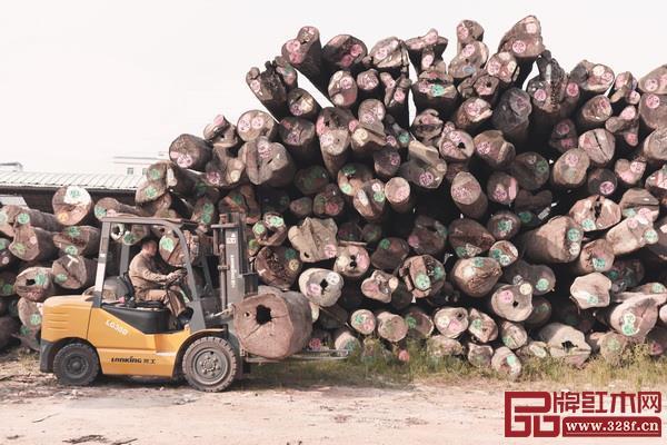 红木家具行业能否可持续发展,木材问题首当其冲