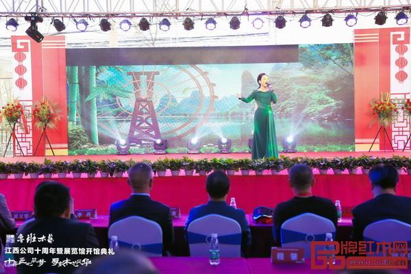 江西第十五届省运会会歌演唱者、献唱2019年央视春晚江西分会场的美女歌手程烨唱响脍炙人口的歌曲《阳光路上》