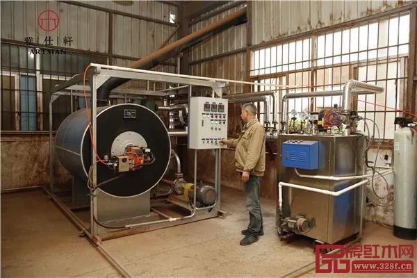 雅仕轩红木引进智能化木材烘干设备,最大程度地减少人工操作的误差,使烘干的温度、湿度都达到最佳控制效果