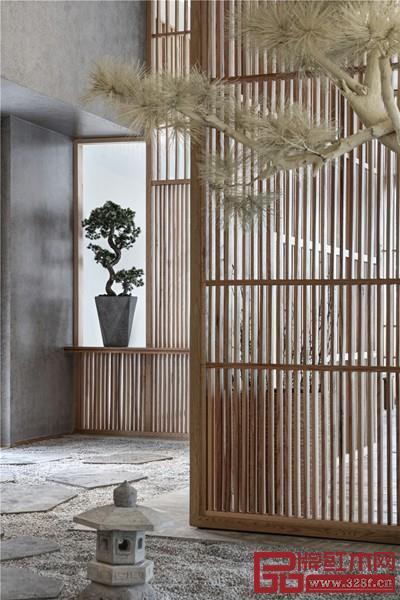 玄关处用传统园林手法障景进行处理,辅以木质栅格营造一种朦胧美