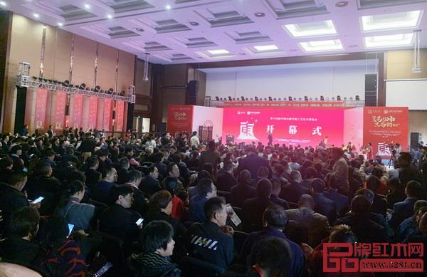 第十四届中国木雕竹编工艺美术博览会开幕式现场,众多领导嘉宾齐聚一堂.jpg