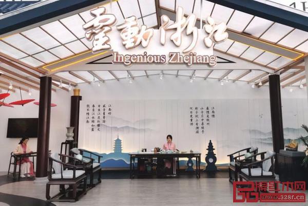 紅木家具因其強烈的民族風格、突出的東方藝術和獨特的審美趣味,在國際舞臺上刮起濃郁的中式風