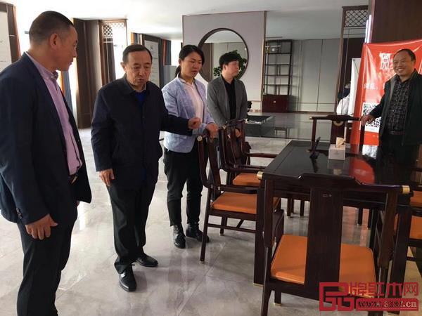 人力资源和社会保障部原副部长、党组副书记杨志明对阅见品牌表示了赞扬.jpg