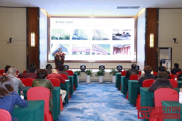 恒达木业设计总监陈安兵进行《恒达木业产品设计理念》讲解