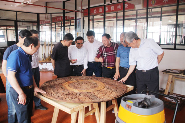 西泠印社走进御乾堂千赢国际入口 品读东阳木雕文化魅力