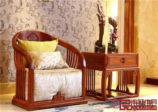 香山桃园《巴花烟柳画桥单人沙发》
