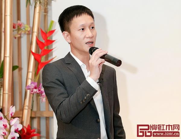 区氏家具总经理区锦泽在揭牌仪式上致辞