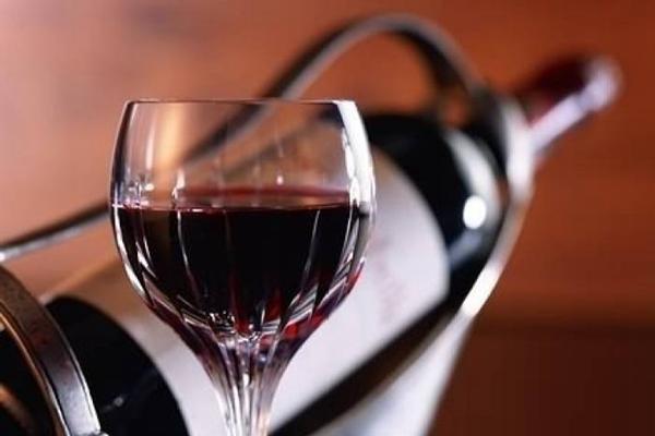 富宝轩亚博体育下载苹果家具的硬朗与红酒的温柔相结合,更显韵味