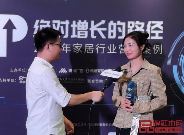 泰和园总裁办主任张茜(右)接受腾讯家居采访