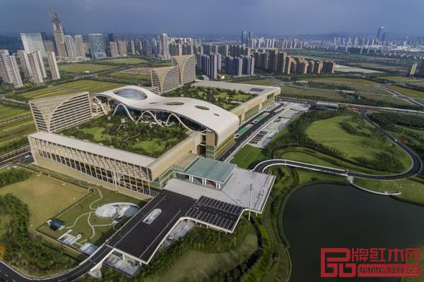 11月29日,2019第五届中国(杭州)红木家具精品博览会暨全国红木制品溯源保真专题展在杭州和平国际会展中心盛大开幕。