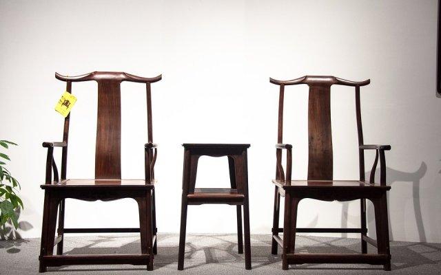 红酸枝木家具是古典家具的主流 坚而重结构细腻