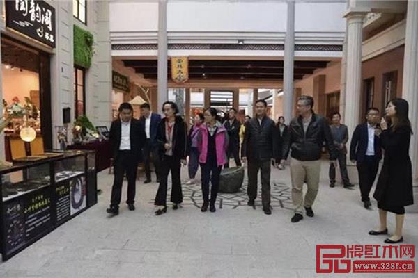 专家考评组在大涌红博城进行实地考察