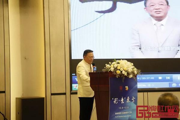 中共深圳市委宣传部巡视员、中国人民大学哲学博士韩望喜带来的《国学文化在当今家庭教育中的新启发和积极作用》主题分享