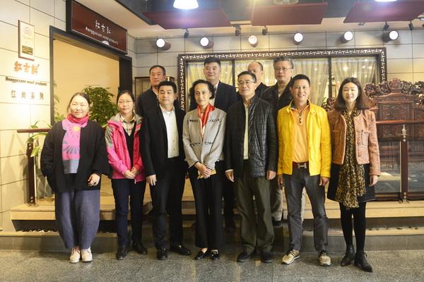中国家具协会领导盛赞红古轩千赢国际入口家具!