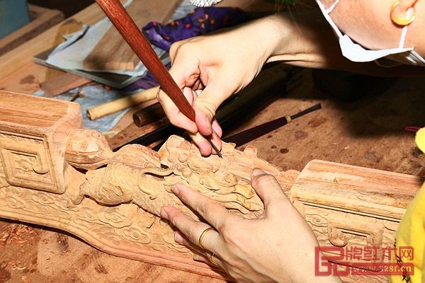 国方家居把手里的每一块珍贵的原材,变成您家里最美好、最温暖、最闪光的爱物
