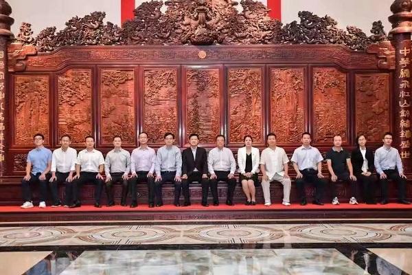 国家人社部职业技能鉴定中心党委书记韩兵一行莅临美联红木艺术博物馆